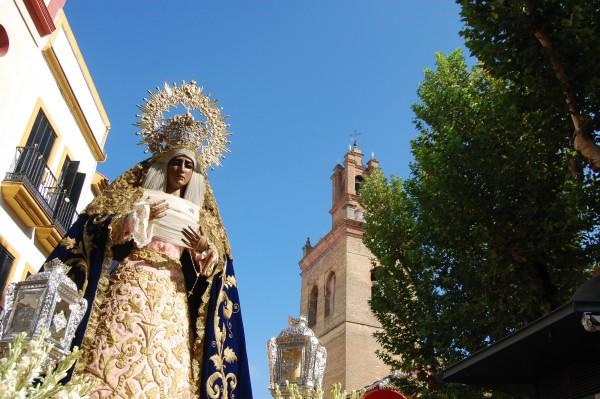 Rosario Matinal presidido por la Stma. Virgen del Dulce Nombre