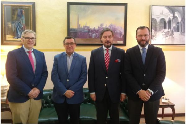 Firmado nuevo convenio de colaboración entre la Hermandad del Dulce Nombre y el Círculo Mercantil.